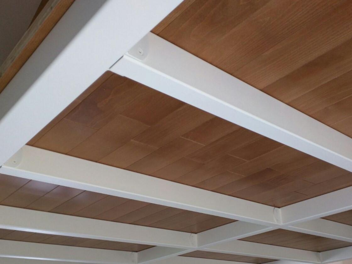 Soppalco con struttura in ferro bianca scale milano - Struttura in ferro per casa ...