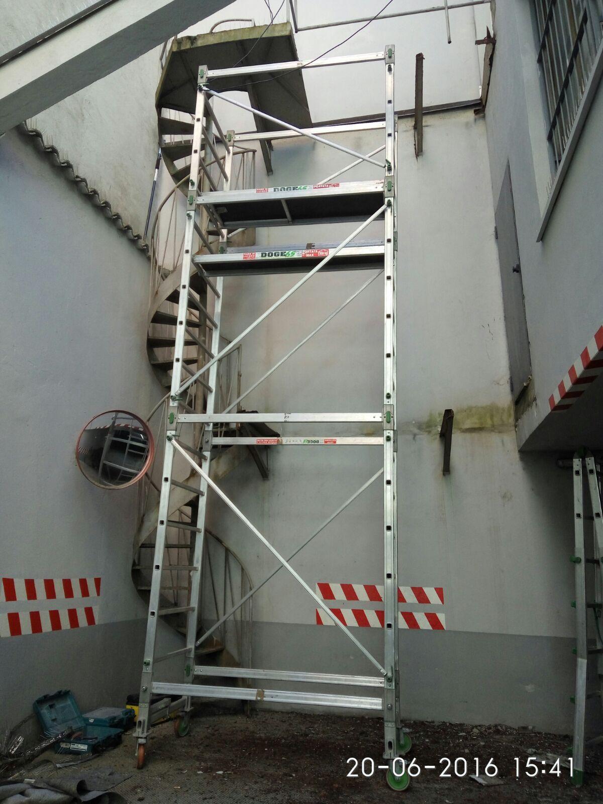 Scale a chiocciola per esterni tutte in ferro scale milano - Porticati esterni ferro ...