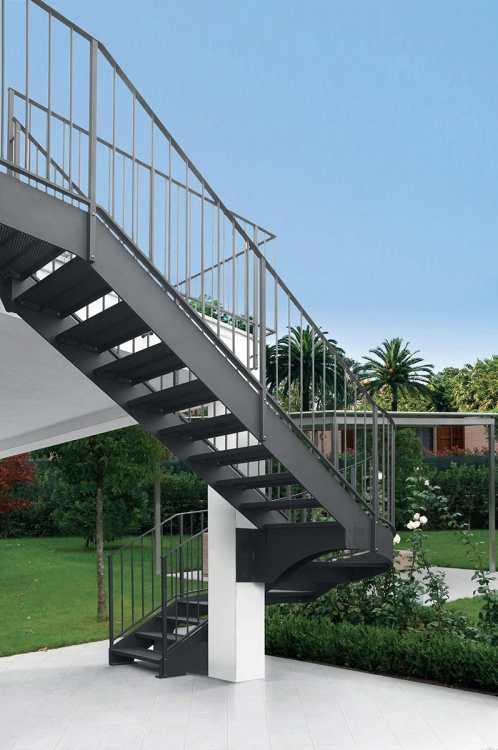 Scale in ferro realizziamo ed installiamo in tutta italia for Catalogo bricoman rezzato brescia