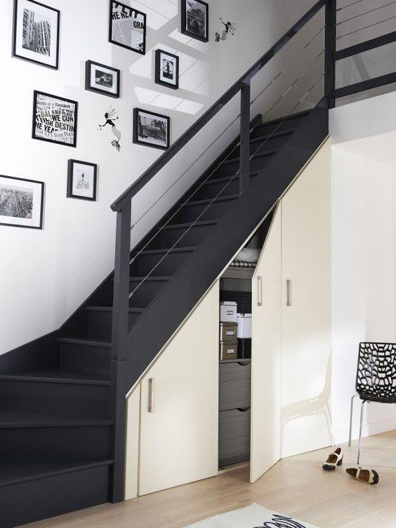 scale in legno scuro